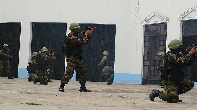 Peruvian Commandos assault captured Japanese residence